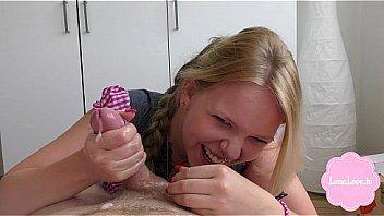 Русская девчонка анна удовлетворяет саму себя красноватым страпоном