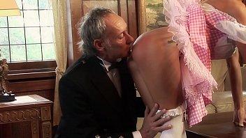 Секс втроем русских парней с одной не знающей утомления подружкой