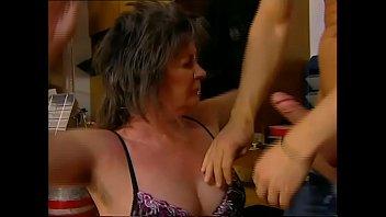 Лесбияночки в сарае ебут своих пленниц членозаменителем и вынуждают их отсасывать мокрощелки