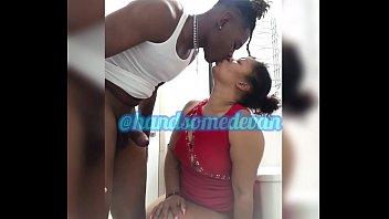 Скромненькая студенточка развлекается порно с парнем